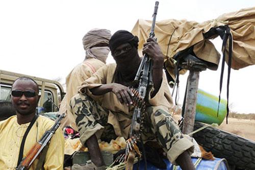 Hollande revêtira prochainement son uniforme militaire au Mali