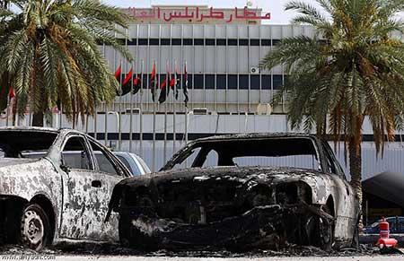 Regain de violences en Libye, qui envisage le recours à des forces internationales.