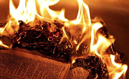 Mossoul: «Daech» brûle 2.000 livres et œuvres datant de plus de 7.000 ans