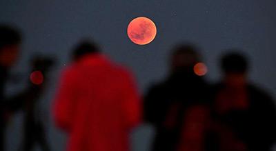 Le monde a observé la plus longue éclipse de Lune du XXIe siècle (photos)