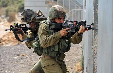 Des soldats allemands s'entraînent à la guerre urbaine en «Israël».