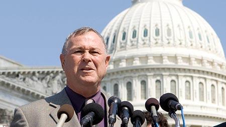 Un congressiste US dénonce le deux poids deux mesures de l'attitude américaine envers la Russie.