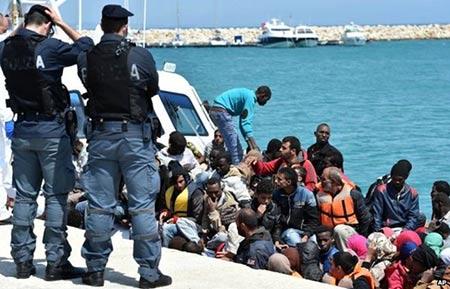 .Arrivée de 3 millions de migrants d'ici 2017 en Europe, selon Bruxelles.