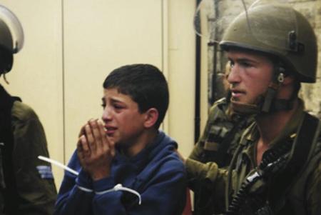 Un enfant palestinien risque dix ans de prison pour jet de pierres