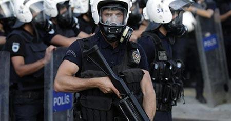 Turquie: 21 intellectuels arrêtés pour avoir signé une pétition pour la paix.