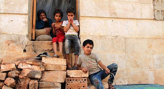 Des enfants d'Alep bombardent la ville de 6.000 messages de paix.