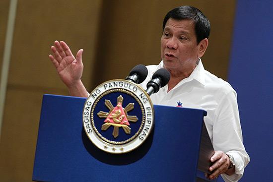 Le président philippin: Au revoir l'Amérique, on n'a pas besoin de votre argent!
