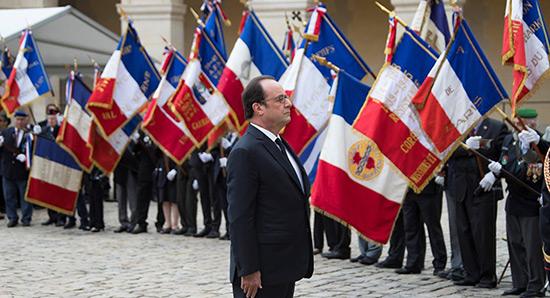 Le renoncement de François Hollande.