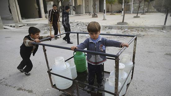 Les terroristes coupent l'eau aux habitants de Damas.