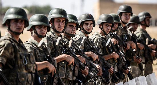 Des officiers turcs recrutent des terroristes en Syrie.