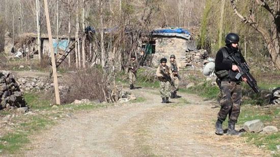 Des membres des forces spéciales turques pénètrent en Syrie.