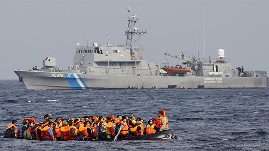 Révélation: en 2014, des garde-côtes grecs ont mitraillé une embarcation de migrants.