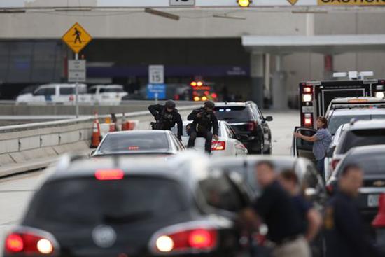 Fusillade dans un aéroport de Floride: cinq morts, le tireur arrêté