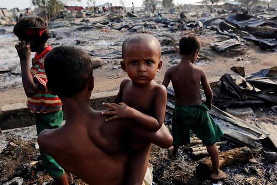 L'ONU dénonce la politique anti-Rohingyas de la terre brûlée.