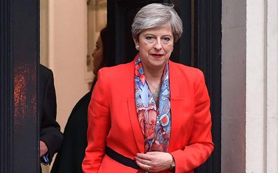 GB: des élus conservateurs réclament le départ de Theresa May.