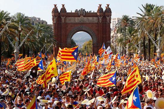 Barcelone : plus de 700 000 manifestants réclament la libération des cadres indépendantistes