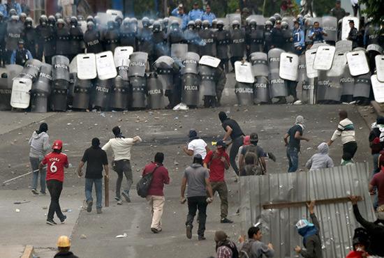 Honduras: état d'urgence décrété après les manifestations post-électorales.