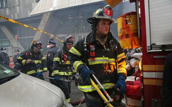 USA: 12 morts dans le pire incendie à New York depuis des décennies.