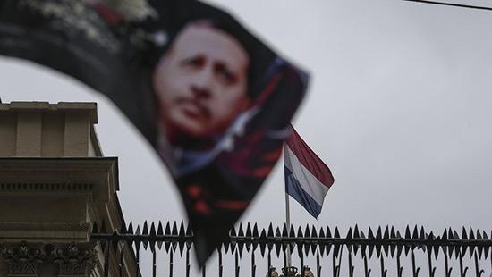 La Turquie suspend ses relations au plus haut niveau avec les Pays-Bas.