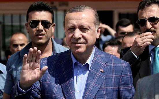 Référendum en Turquie: victoire étriquée du «oui», Erdogan salue une décision «historique».