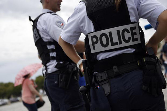 La Réunion: deux policiers blessés par un terroriste présumé.