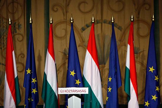 La Hongrie lance une consultation populaire anti-UE.