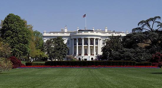 Intrus à la Maison-Blanche: deux officiers du Secret Service limogés.