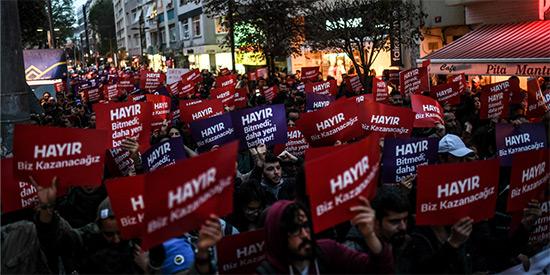 Turquie/Référendum: des milliers de soutiens du «non» manifestent à Istanbul.