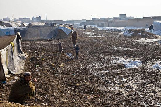 Des milliers d'Afghans poussés à l'exil par «Daech», les «talibans» et les frappes américaines