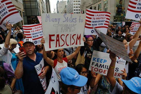 Charlottesville: nouvelle vague d'indignation après les propos de Trump