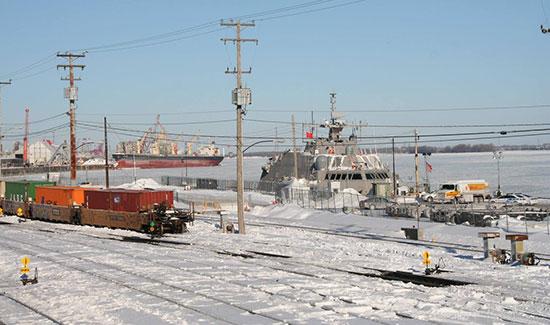 Un navire de guerre US dernier cri coincé par les glaces lors de sa première mission