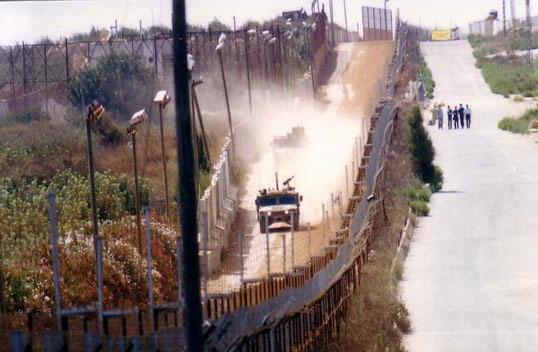 «Israël» suspend la construction d'un mur par peur des snipers libanais