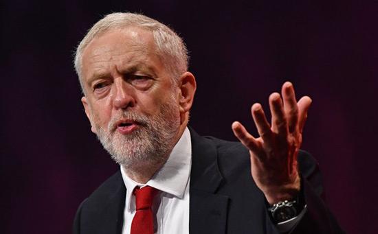 Corbyn remet en question la légalité de l'agression tripartite contre la Syrie