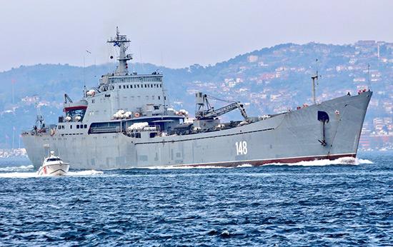 Syrie: un navire de débarquement russe chargé en route pour le port de Tartous