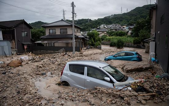 Inondations et éboulements au Japon: 179 morts, Abe se rend sur place