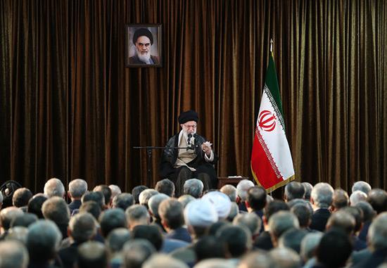 Sayed Khamenei: L'Iran ne sera jamais ami des États-Unis