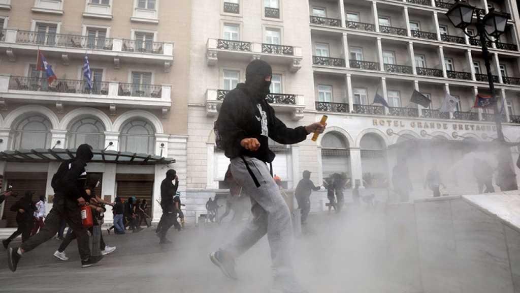 «Donnez de l'argent pour l'éducation, pas pour les massacres de l'OTAN», protestent des étudiants d'Athènes
