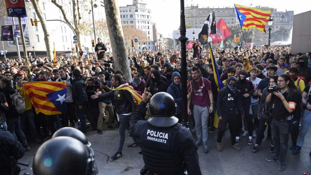 Grève et routes coupées en Catalogne pour protester contre le procès des indépendantistes