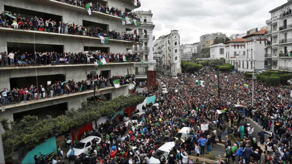 Algérie: des milliers de personnes manifestent dans le centre d'Alger