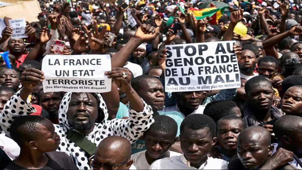 Mali: des dizaines de milliers de manifestants contre le pouvoir et la France