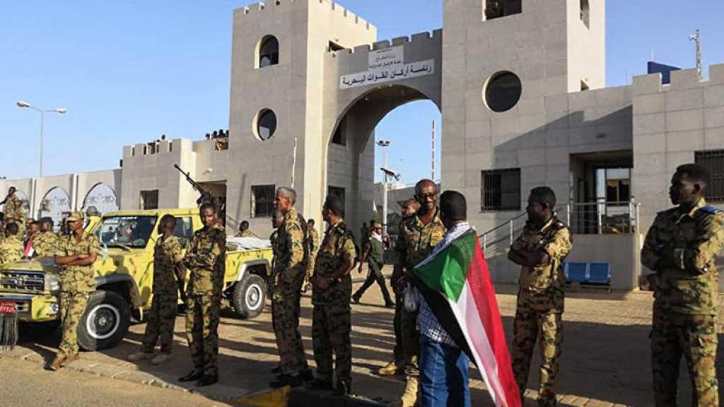L'armée soudanaise déploie ses troupes devant son QG à Khartoum, selon des témoins
