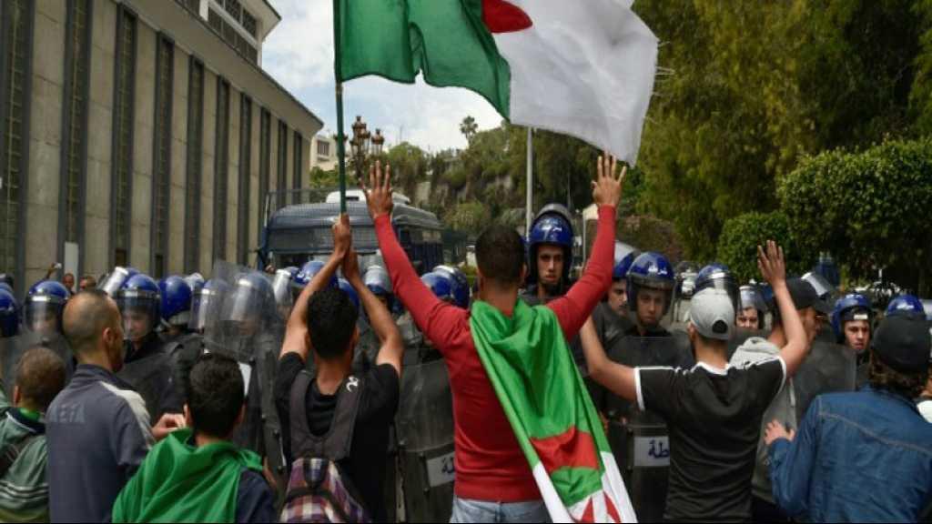 Algérie: les étudiants dans la rue, nouvelles mises en garde de l'armée