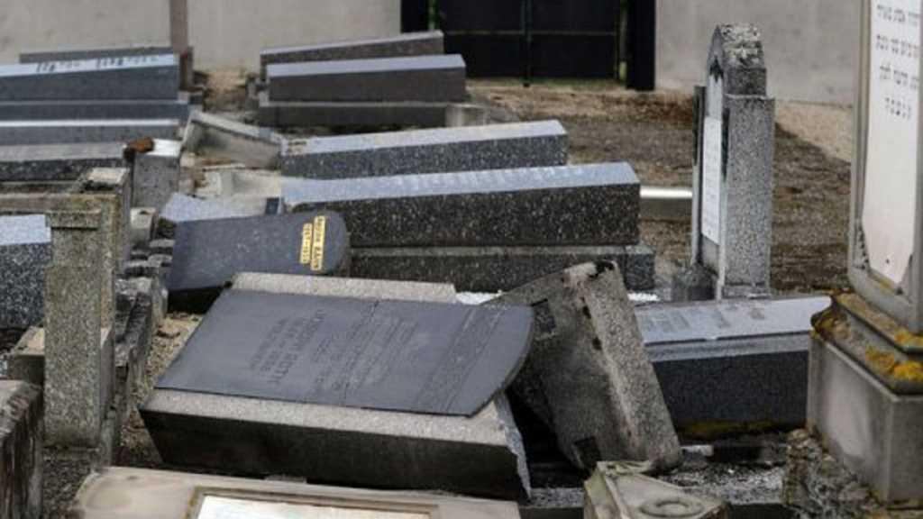 France: un cimetière profané à Toulouse, une centaine de tombes touchées
