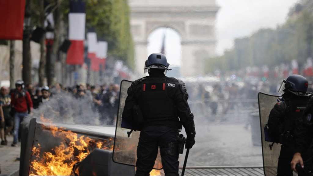 France: tensions entre police et manifestants sur les Champs Elysées après le défilé du 14 juillet