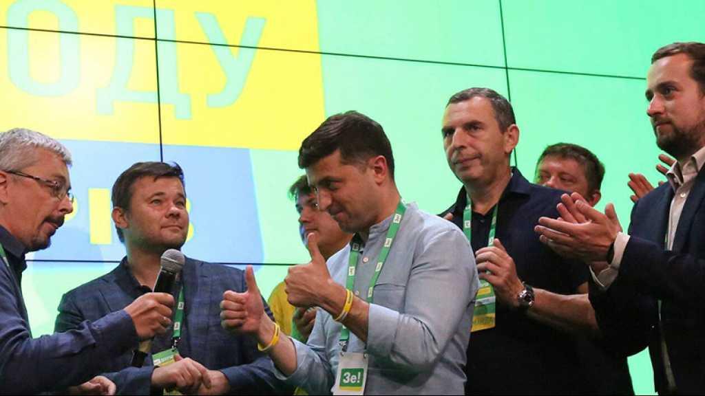 Ukraine: Zelensky remporte la majorité absolue au Parlement