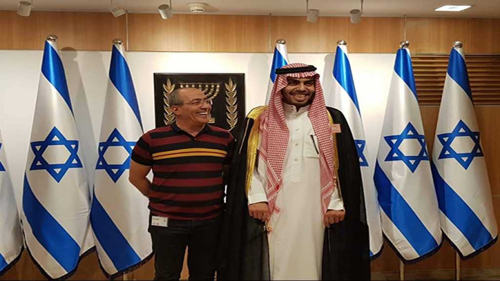 Un blogueur saoudien pro-sioniste hué par des jeunes palestiniens à al-Qods