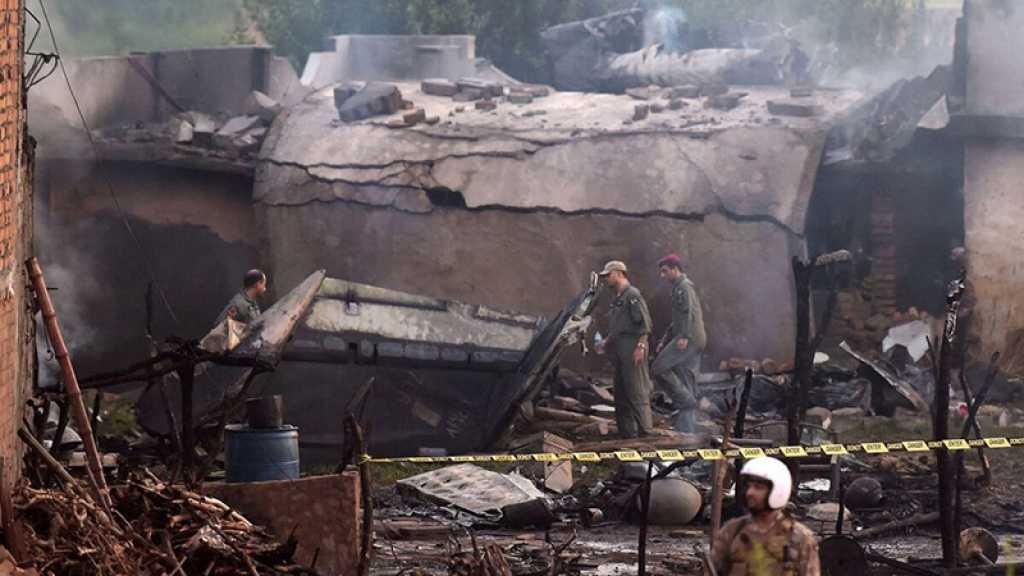 Pakistan : un avion militaire s'écrase en zone habitée, au moins 18 morts
