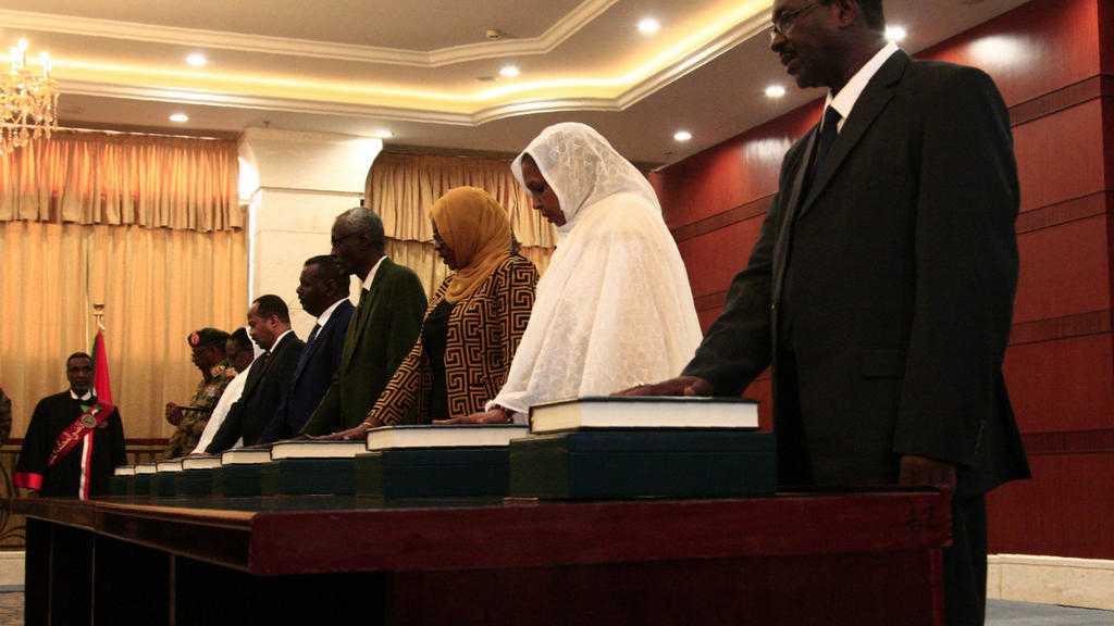 Au Soudan, le premier gouvernement post-Béchir prête serment