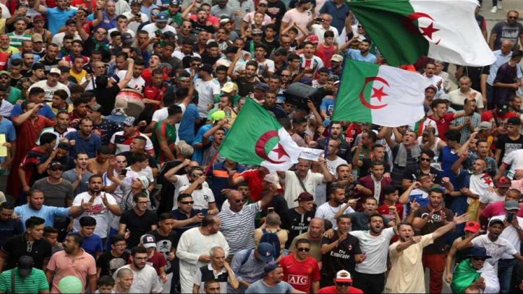 Des milliers de manifestants à Alger malgré un gros déploiement policier