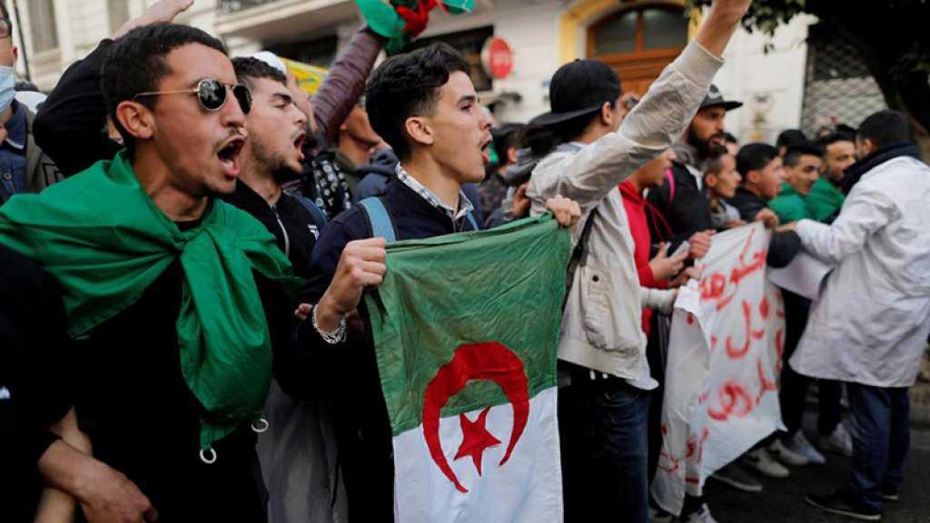 Algérie: les étudiants de nouveau dans la rue contre la présidentielle